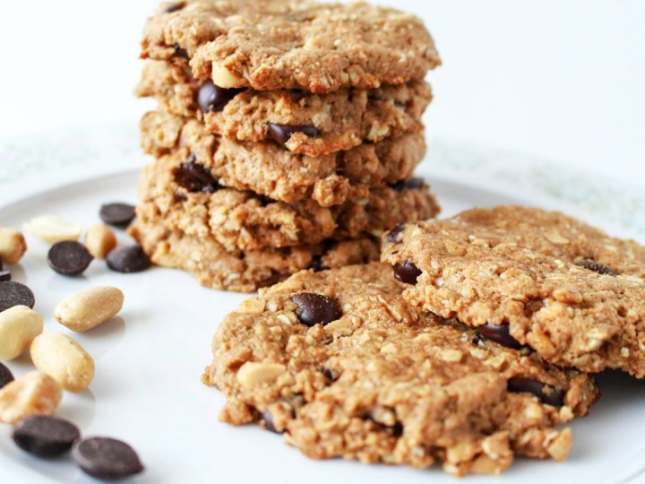 Peanut Butter and Dark Chocolate Oatmeal Cookies