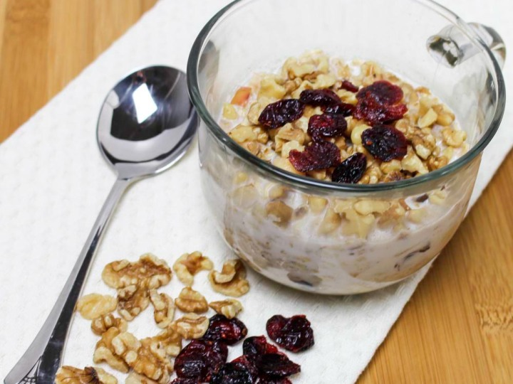 Spicy Apple and Cranberry Refrigerator Oatmeal With Walnuts