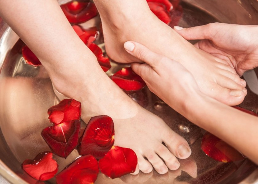 5 Ways to Relax Your Tired Feet At Home