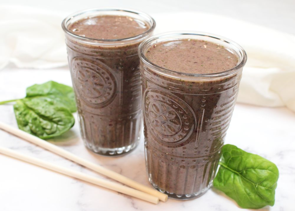 Mixed Berry and Spinach Green Drink