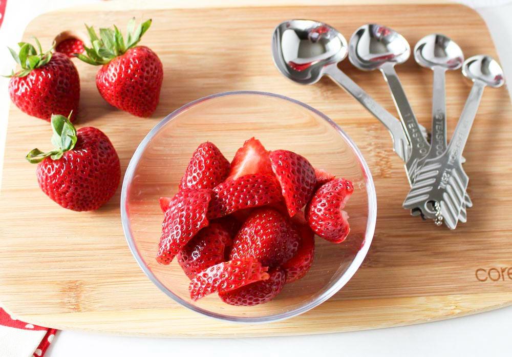 Simple Strawberries and Cream Summer Dessert