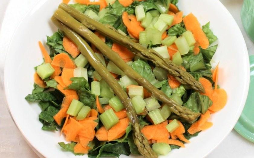 Steak Salad with Avocado and Asparagus